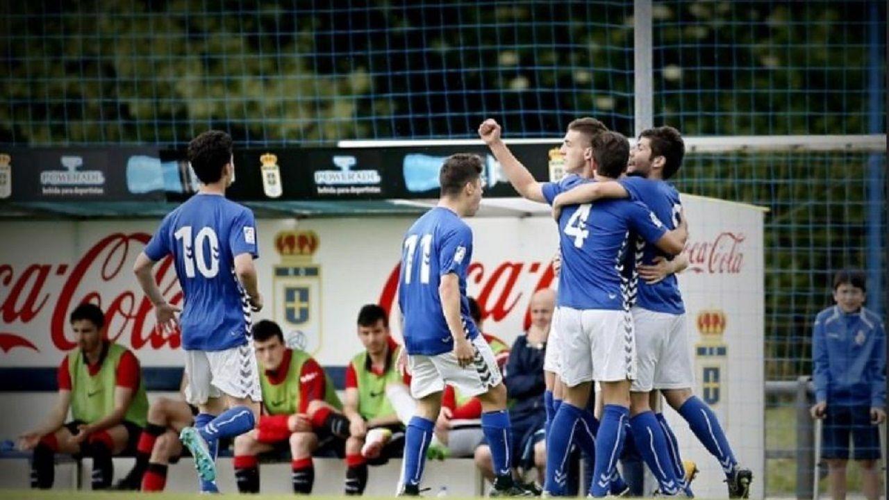 Prendes celebra uno de los goles marcados por el Real Oviedo
