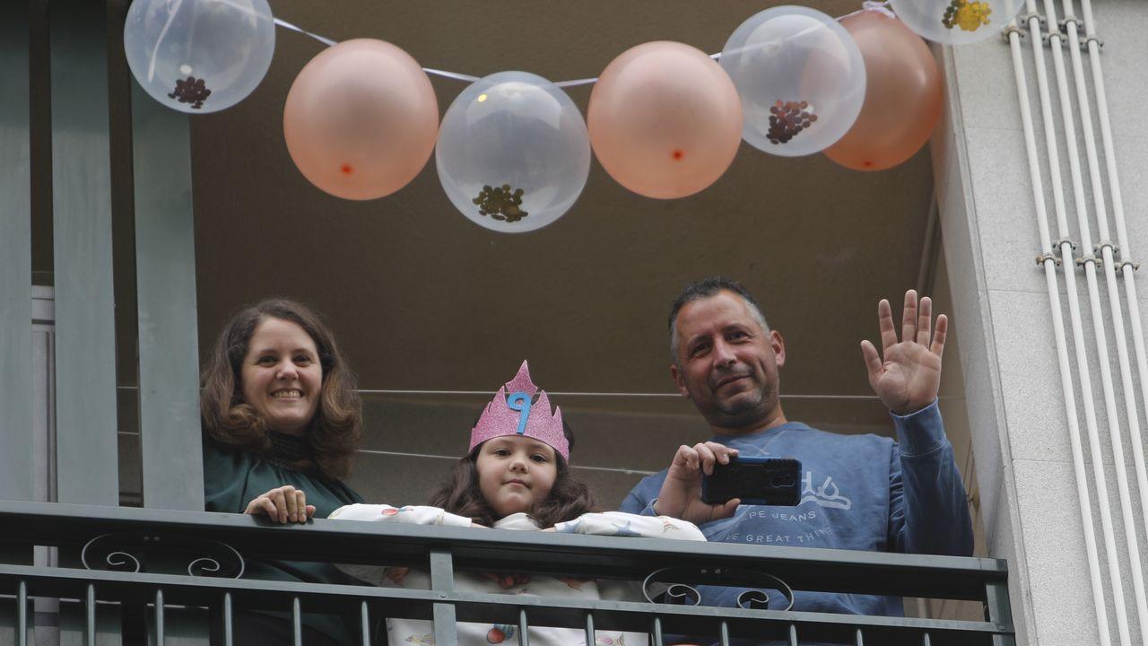 Así fue la recogida de muestras en el centro de salud de A Ponte.La pequeña Alba celebró su noveno cumpleaños con una sorpresa por parte del Concello de O Carballiño