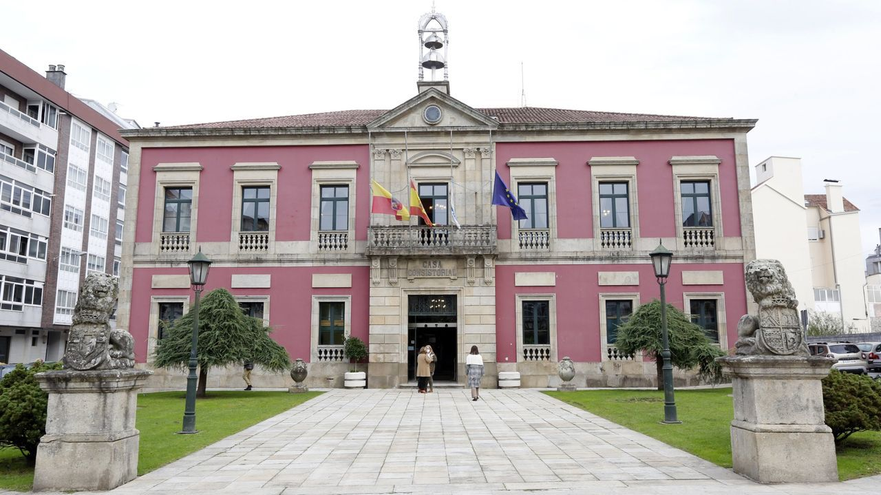 Arousa celebra as Letras Galegas.Este lunes concluyó en Ponte Caldelas el cribado con PCR para vecinos de 30 a 64 años. Estaban citadas 1.828 personas