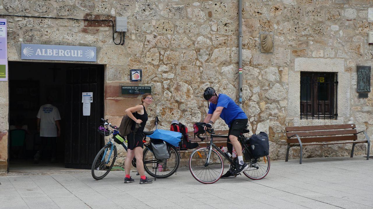 Peregrinos en bici llegan a San Juan de Ortega