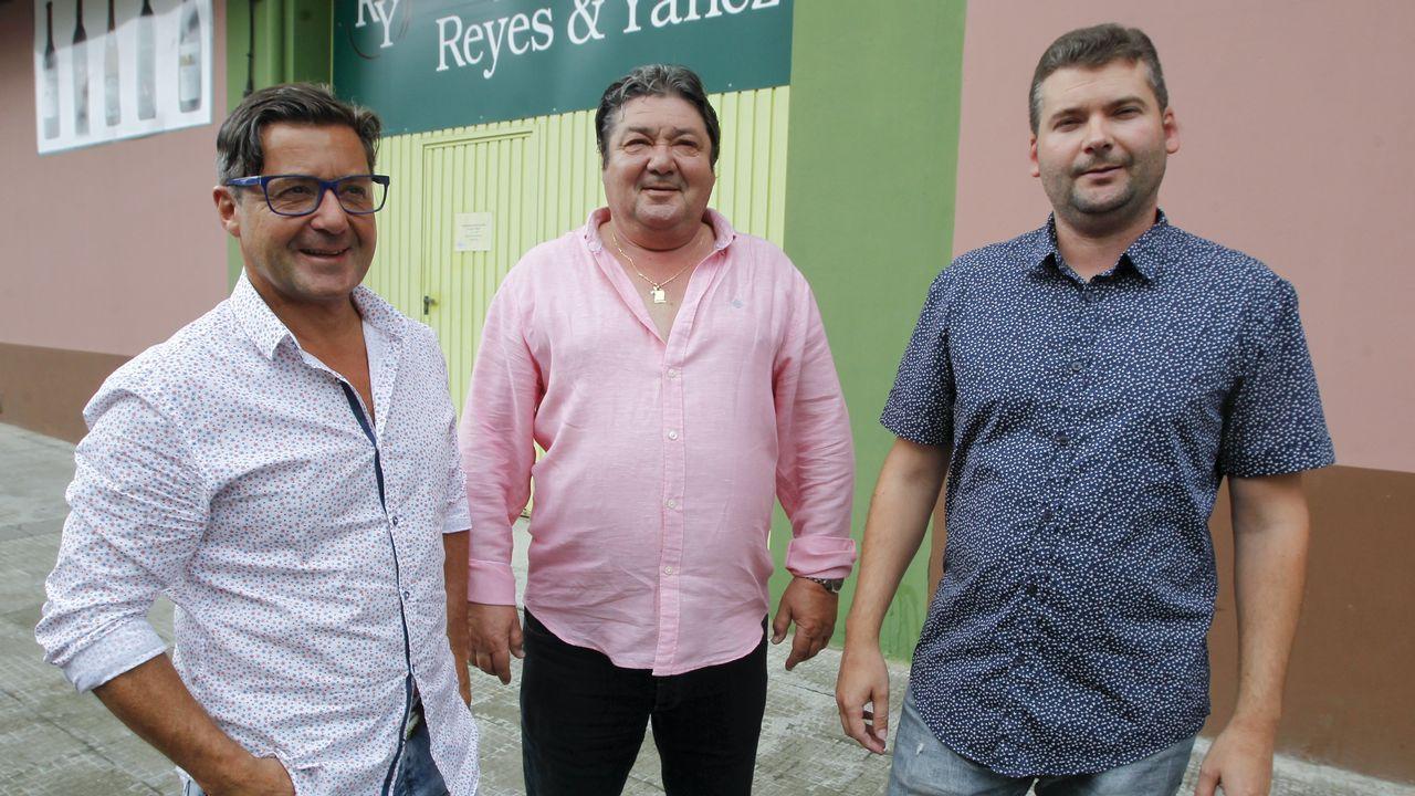 Llegan las fundas con superpoderes para trabajar como máquinas.Tres Yáñez: Fernando, Reyes y Gustavo