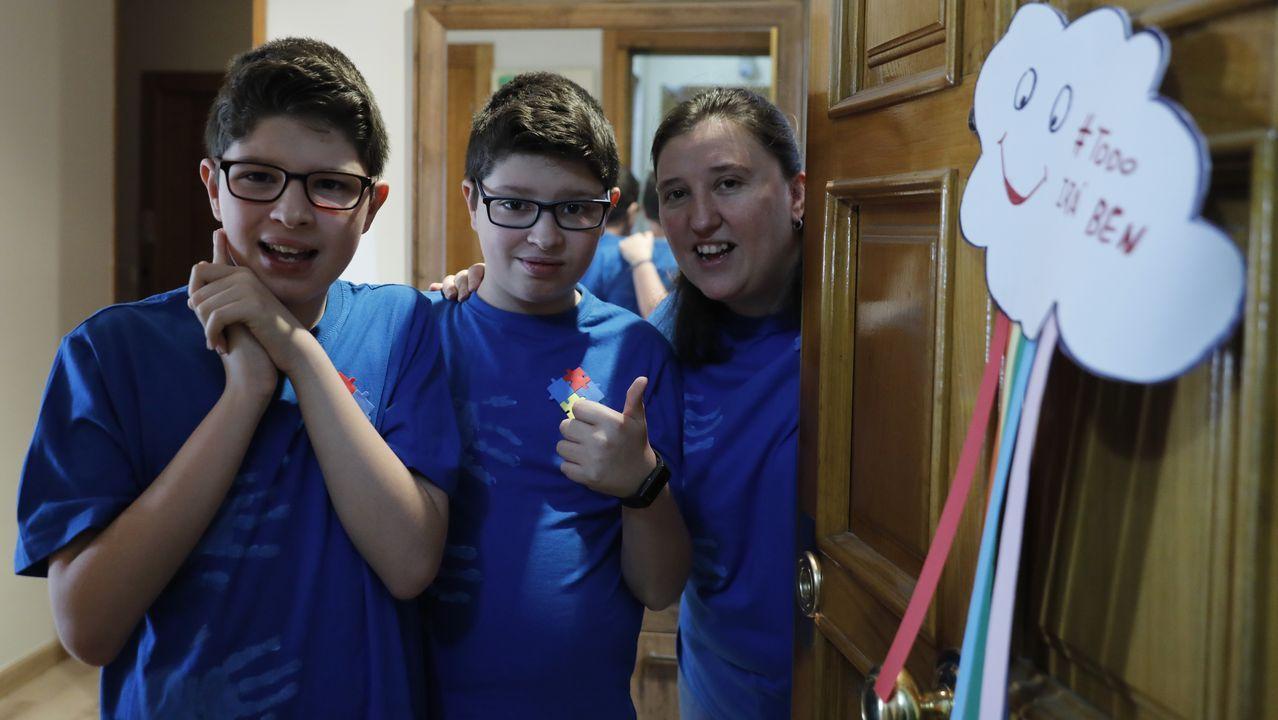 La Asociación de Visitadores Médicos de Ourense muestra su apoyo a los sanitarios con este divertido vídeo.Los hermanos Diego y Bruno con su madre, Gema Viader