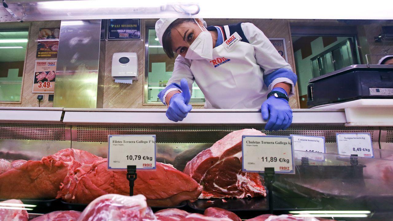 María Jesús del Río, en la carnicería del Hiper Froiz de Pontevedra, donde realiza sus prácticas del ciclo de FP Dual