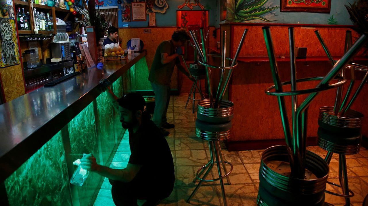 Cierre de un restaurante en Madrid la pasada medianoche por primera vez en décadas un viernes