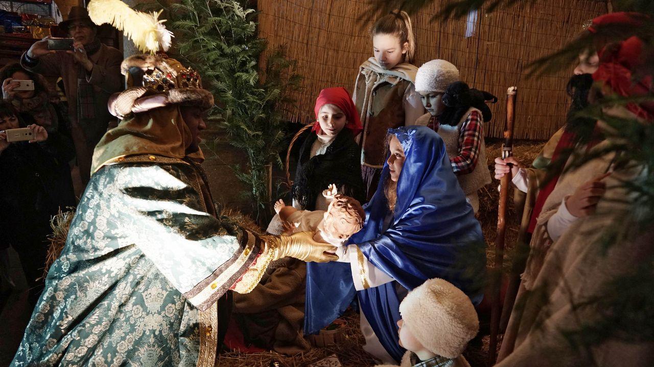 Cabalgata de Reyes de Ourense.En Ourense miles de niños pidieron a los Reyes Magos caramelos y disfrutaron con una cabalgata de dos horas de duración
