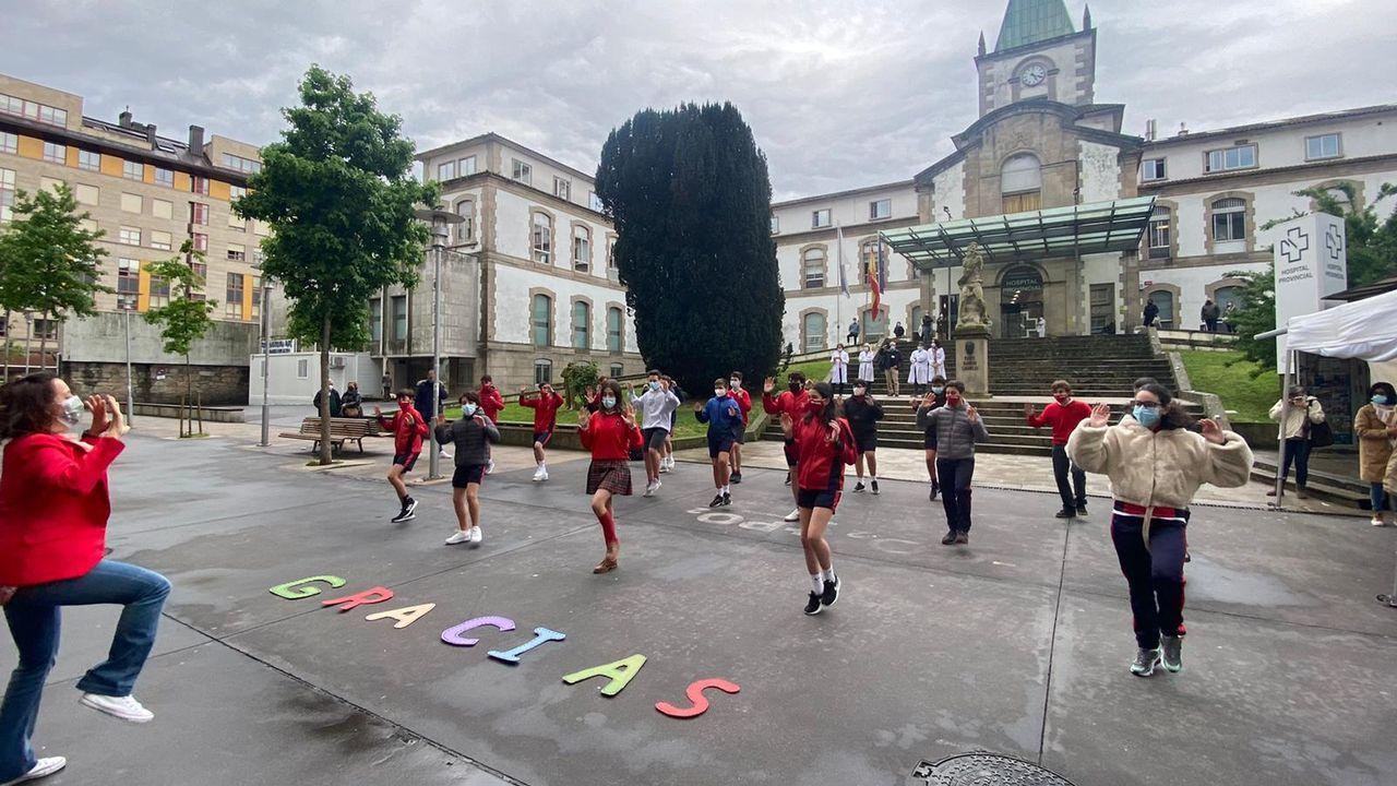 El baile que dedicaron este viernes alumnos del colegio Sagrado Corazón de Pontevedra a los sanitarios