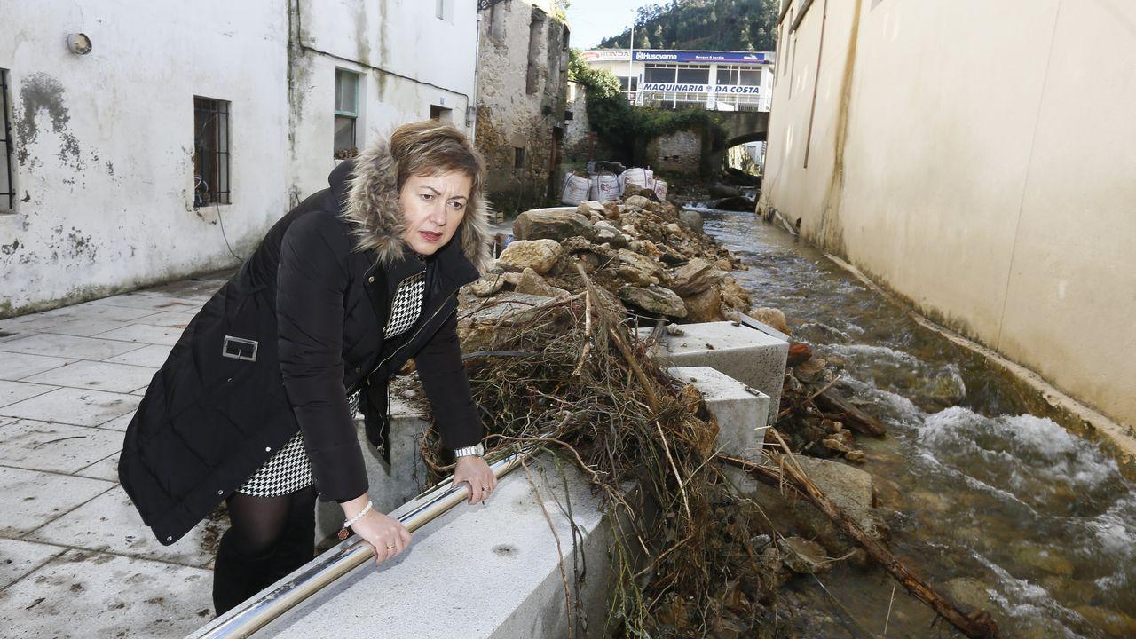 María Jesús Vale, onte, en Xunqueira, o barrio da riada