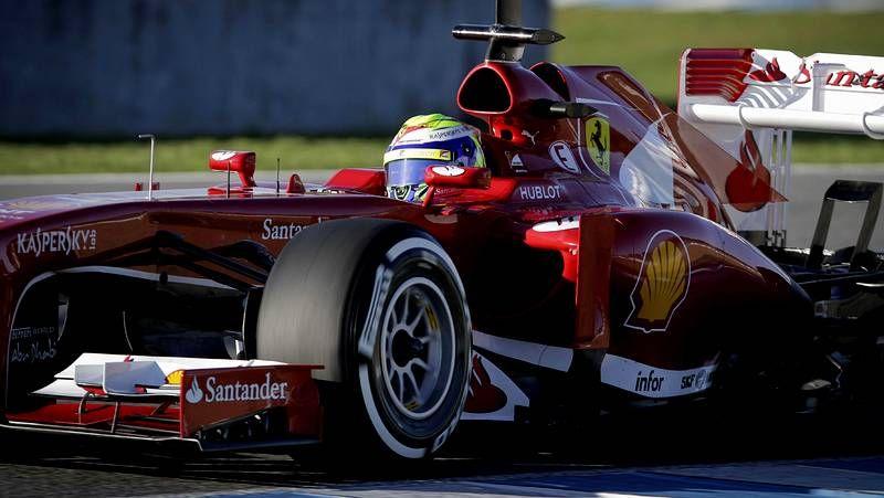 Jerez ensaya la temporada de la Fórmula 1.El piloto asturiano persigue ser tricampeón del mundo.