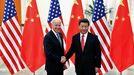 El presidente chino, Xi Jinping, con Joe Biden en el 2013, cuando este era vicepresidente de EE.UU.