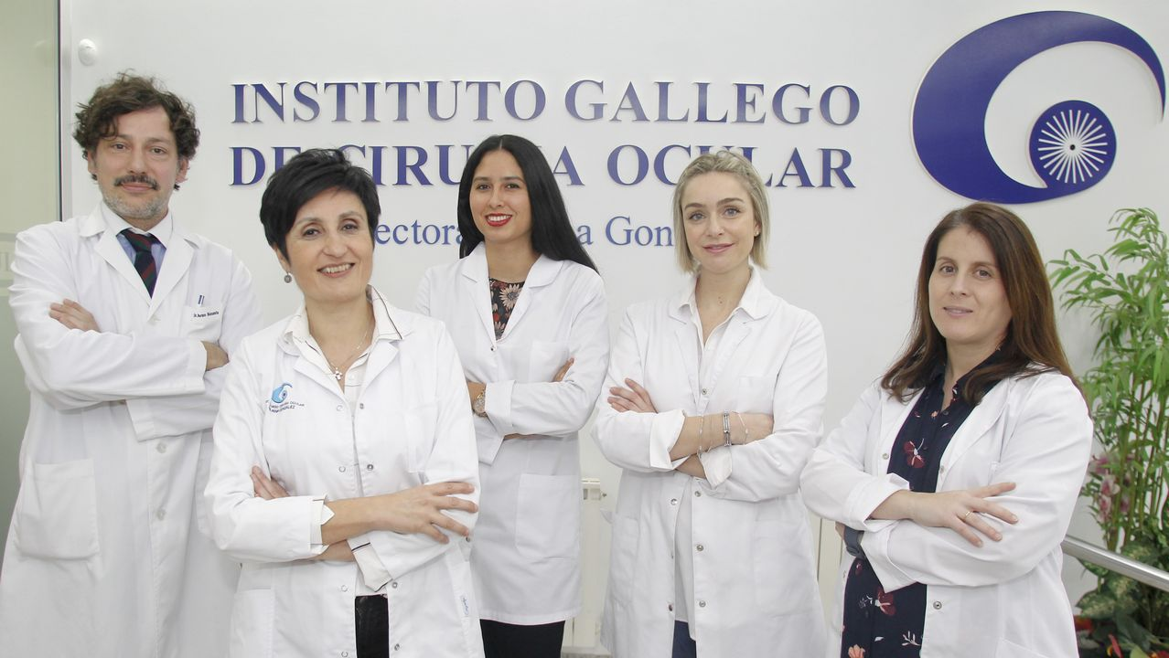 Deficiencias en los colegios de Ferrol.El equipo de Silquia: los médicos Iván Basanta, Ana González y Patricia Rey, junto a Cristina Porca y Veronica Fernandez