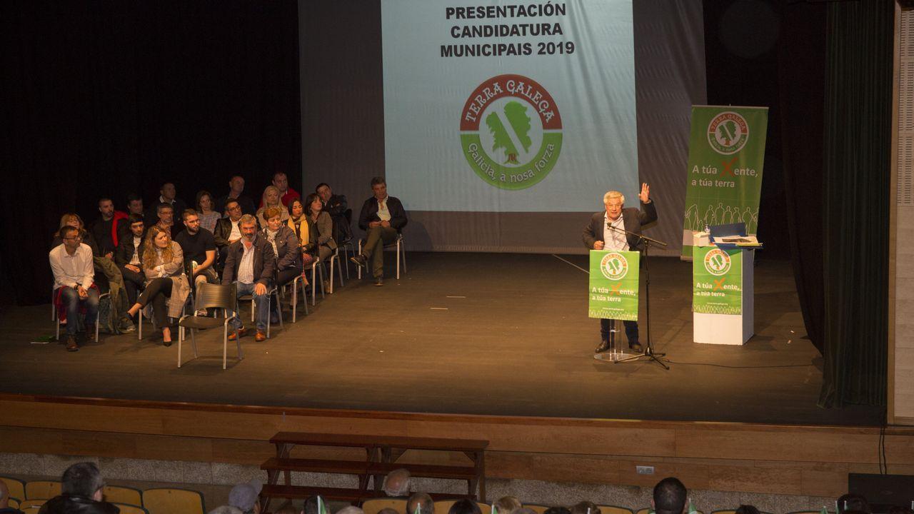 El mitin-presentación de la candidatura de Terra Galega en Carballo, en imágenes
