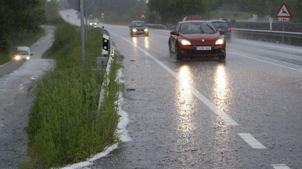 Granizada en la carretera Monforte-Lugo.En la exhumación intervinieron forenses argentinos formados en la búsqueda de desaparecidos.