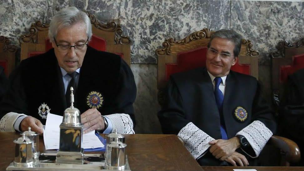 Castroverde, a la izquierda de Cadenas, en un acto en el Tribunal Superior de Xustiza de Galicia