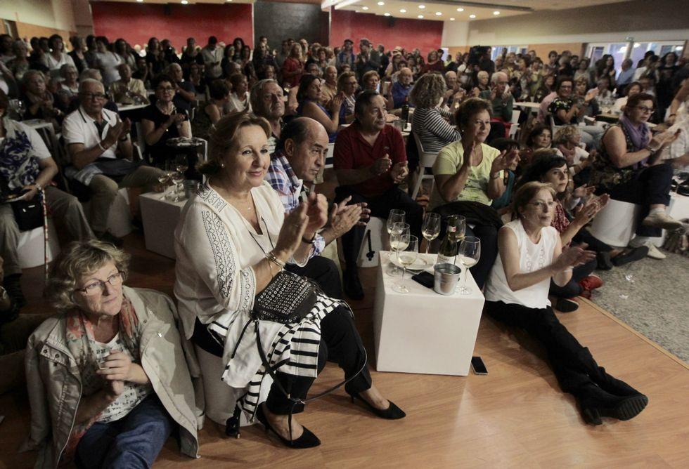 Pese al mal tiempo el público respondió como siempre y terminó ovacionando a las dos cantantes.