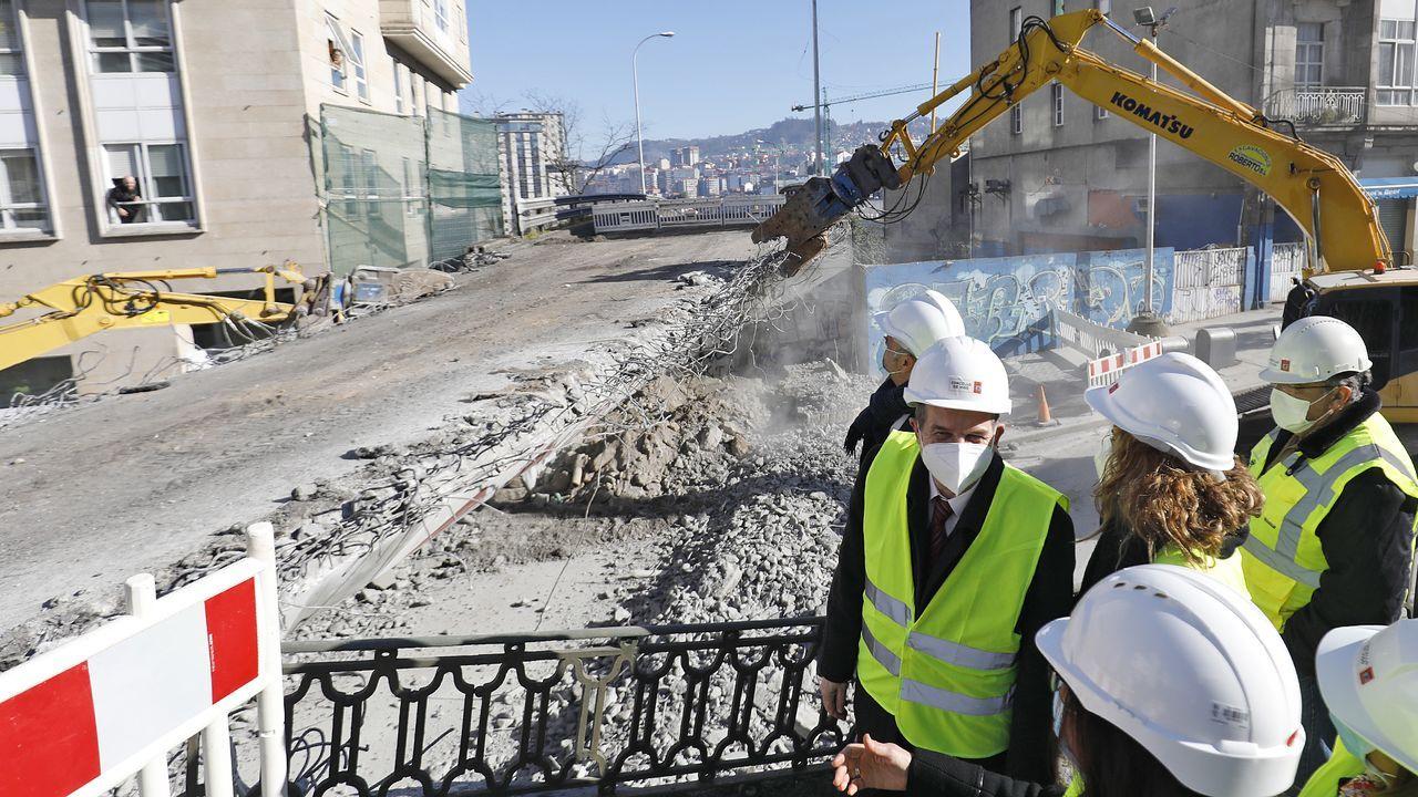 Protesta del metal en Vigo.Trabajos para reparar el socavón en Frieira