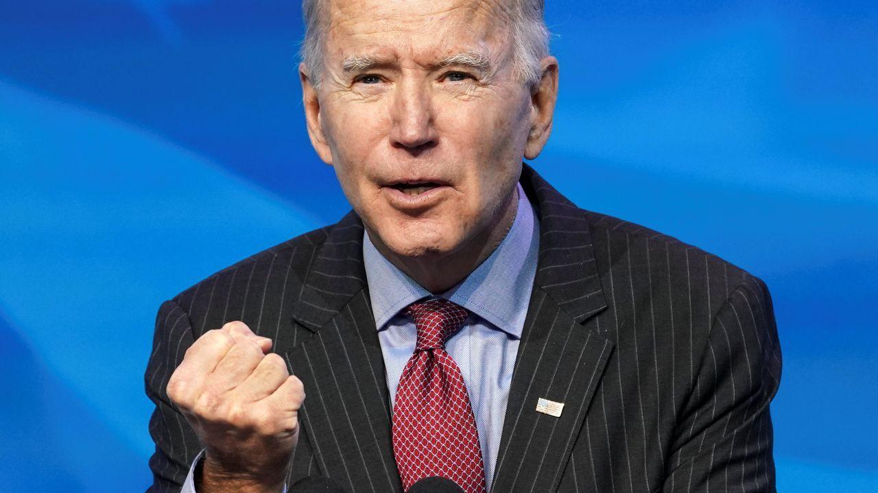 Joe Biden, 46º presidente de los Estados Unidos.Donald Trump empuñando un bate de béisbol, el pasado 2 de julio en la Casa Blanca