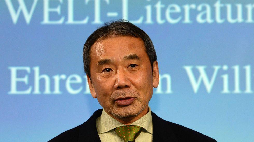 El presidente del Comité de Relaciones Exteriores del Senado, Bob Corker..Haruki Murakami, escritor.