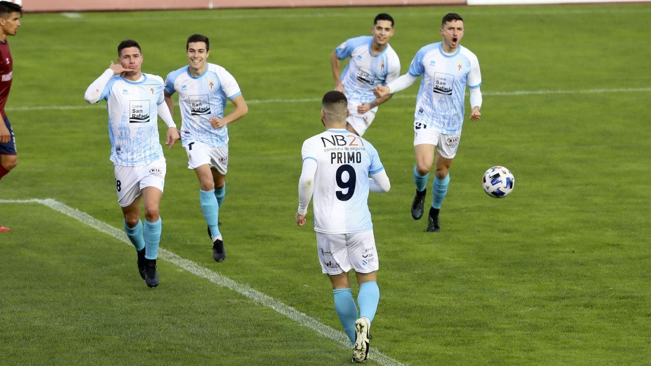 Las imágenes del partido entre el Pontevedra y el Compostela