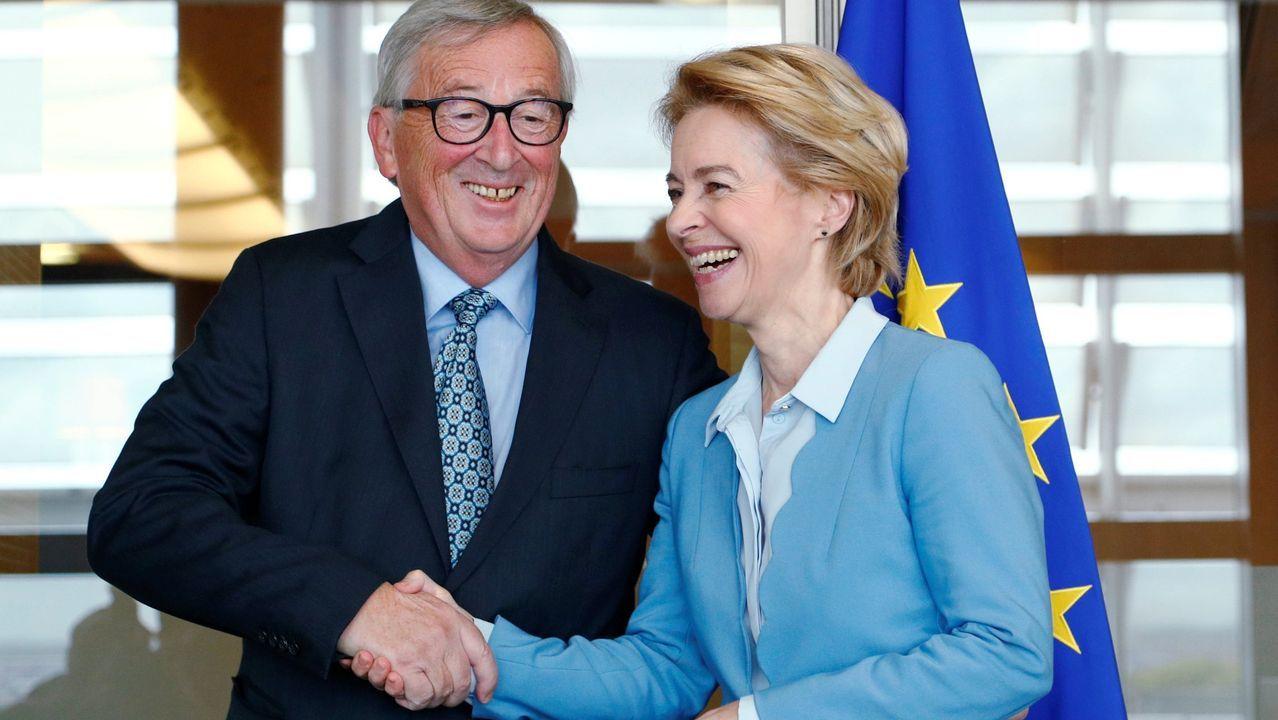 Emocionado encuentro entre un padre y su hija, tras ocho años separados.Juncker con su sucesora en la presidencia de la Comisión Europea, la alemana Vor de Leyen