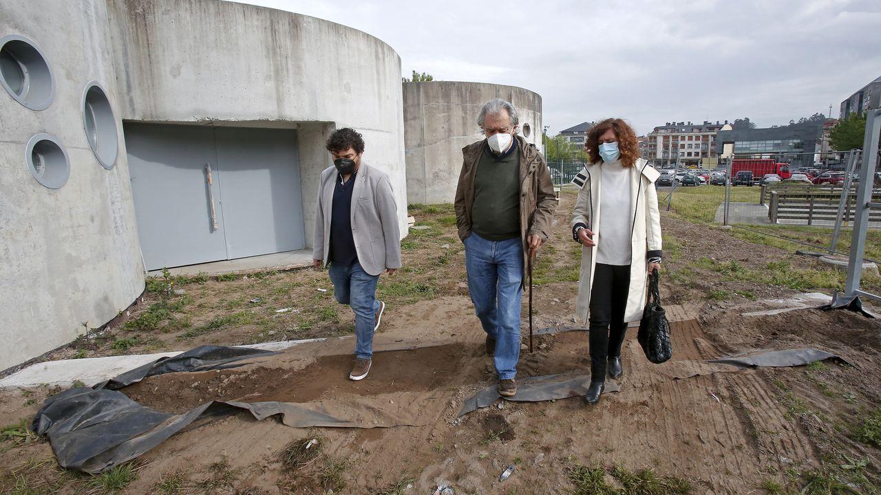 Julio Torrado, Juan Manuel Rey y Leticia Gallego, ayer, en las pozas de A Tafona, en Caldas