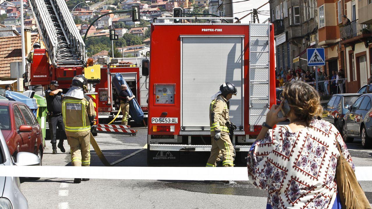 Incendio en Navia.Imagen de uno de los dos incendios registrados este domingo en Oviedo