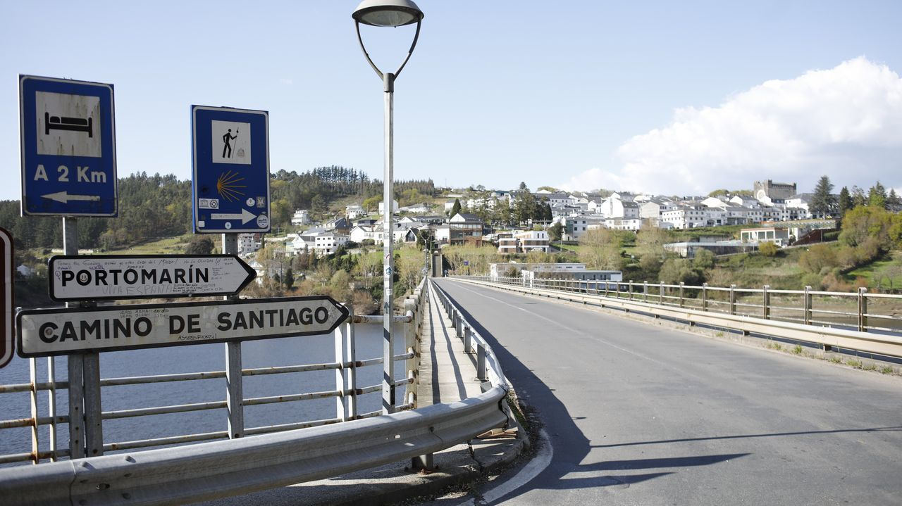 La entrada a Portomarín, desierta