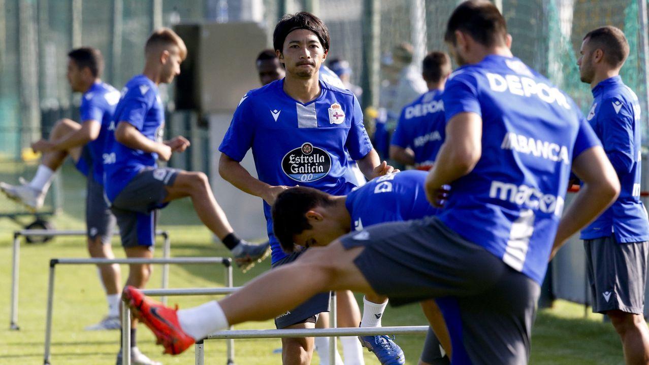 Folch Christian Fernandez Rocha Real Oviedo Huesca.Folch, Christian y Rocha defienden un corner del Huesca en la 17/18