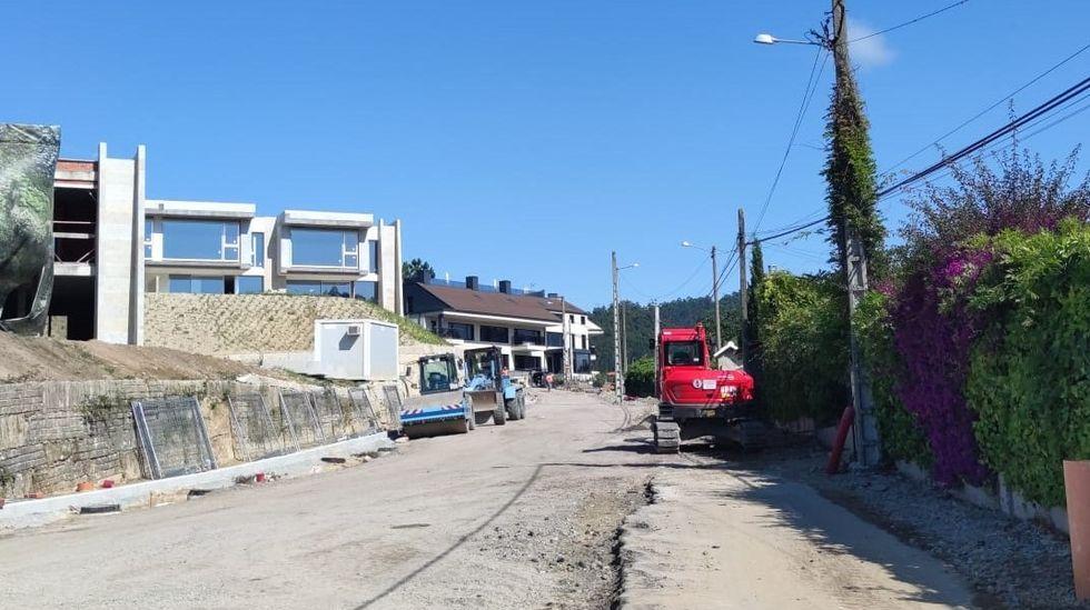 Uno de los atracos de la banda del Seat León.Obras del futuro vial de Areas a O Sear, en Sanxenxo