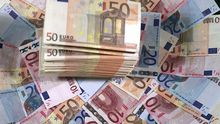 Dinero.Billetes apilados