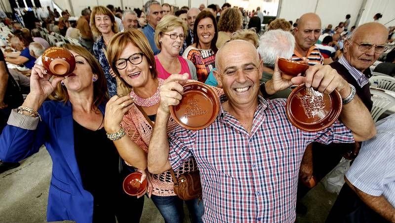 La Feira das Fabas llena Ponteceso de sabor.Algunos de los asistentes a la Festa das Fabas.