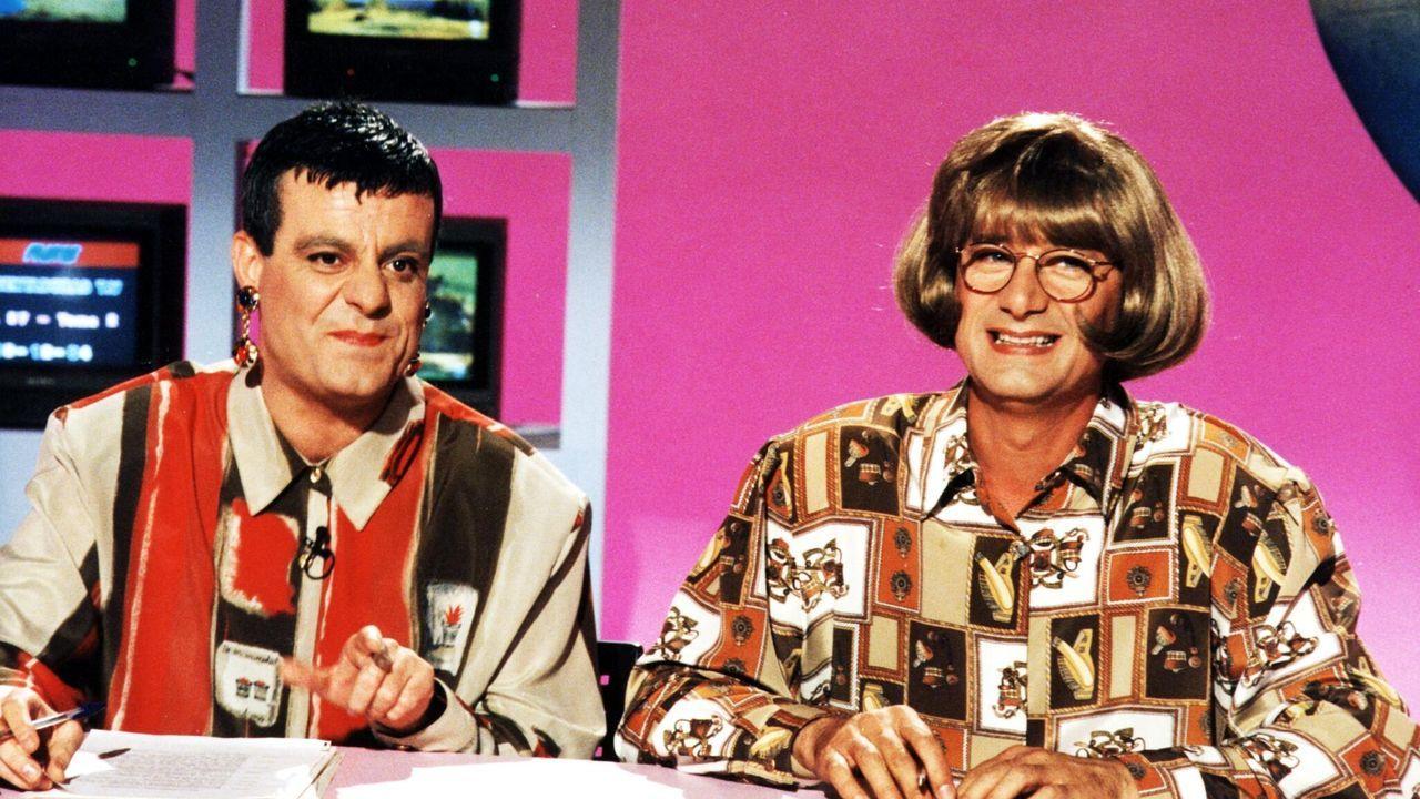 Josema Yuste (derecha) y Millán Salcedo en 1999 durante un sketch del dúo cómico Martes y Trece. Salcedo, está ingresado en Sevilla tras sufrir un ictus, según ha revelado hoy Sálvame, de Telecinco