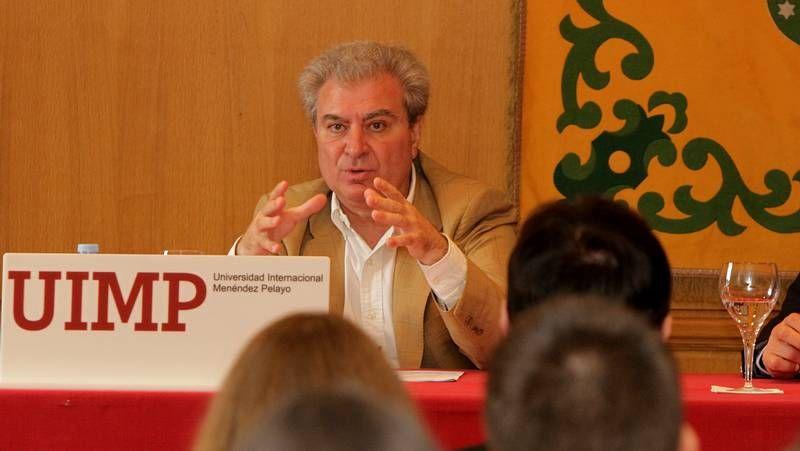 Conferencia de César Antonio Molina dentro del curso «El triunfo del saber o saber para triunfar».César Antonio Molina ofreció la primera conferencia del coloquio organizado por la UIMP.
