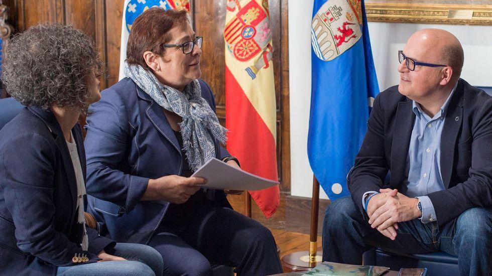 De izquierda a derecha: Luisa López, María del Carmen Rodríguez y José Manuel Baltar