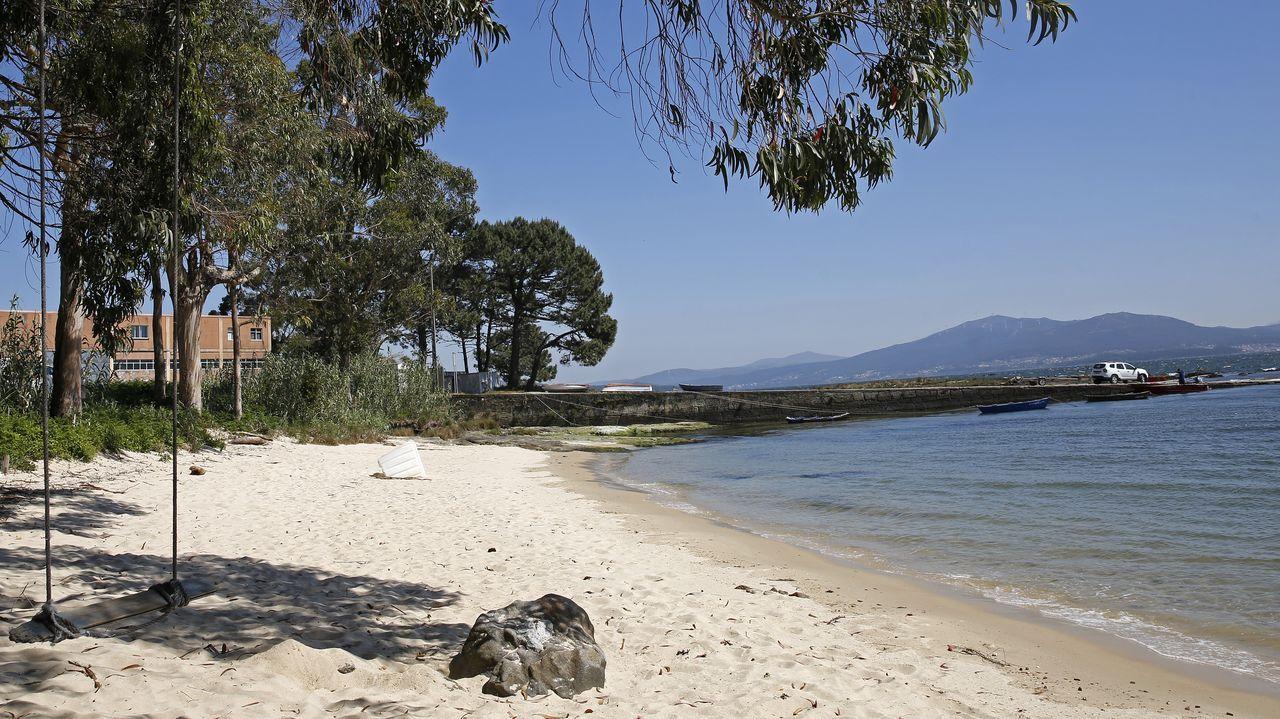 Junto a la playa de Ancados, en Boiro, se anuncia una parcela para venta o alquiler