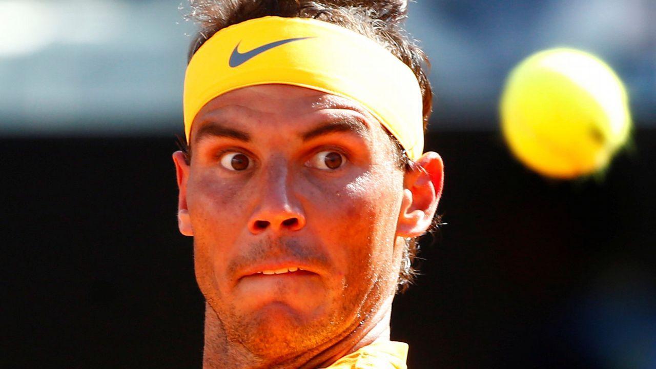Djokovic.El tenista español Pablo Carreño Busta devuelve una bola al italiano Marco Cecchinato durante su partido de tercera ronda del torneo Roland Garros en París