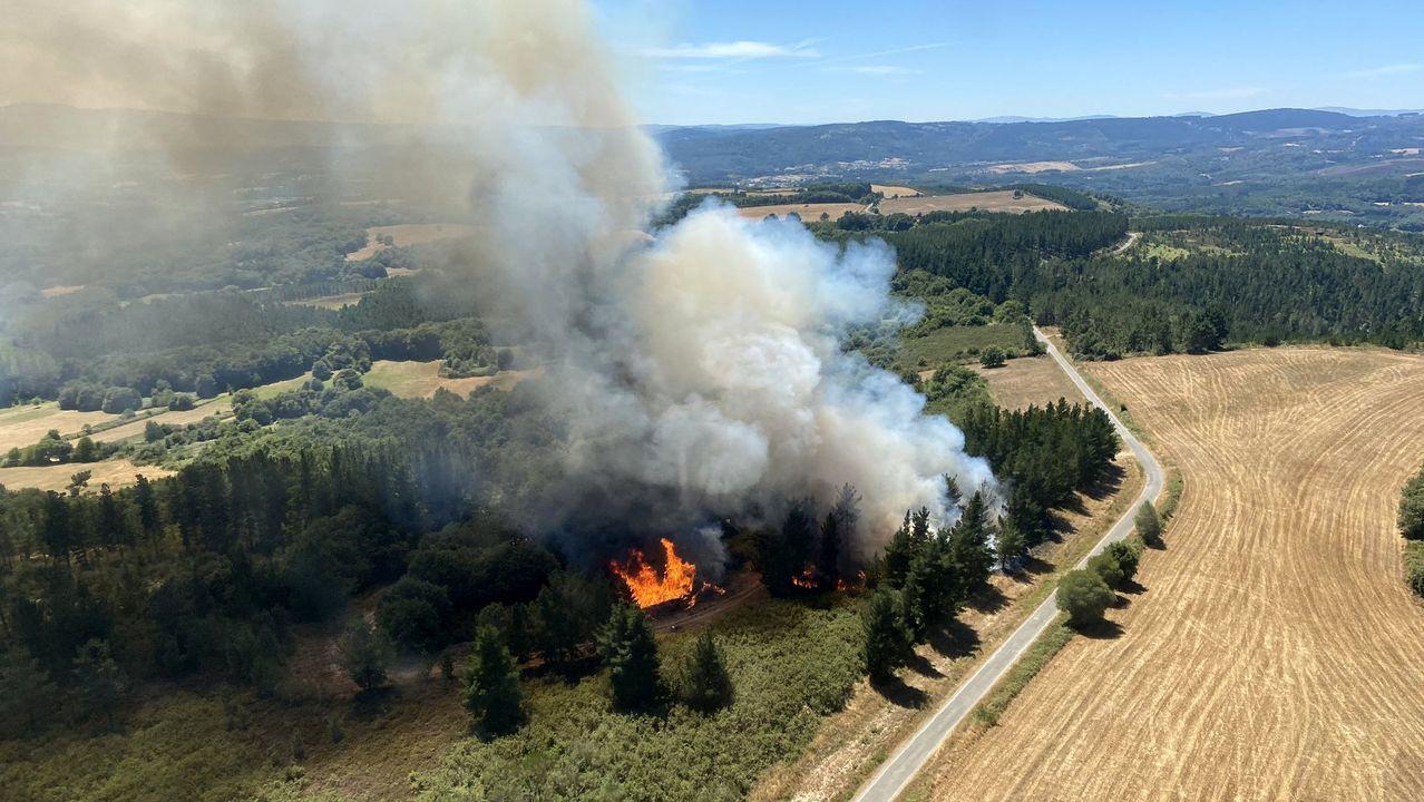 Una vista aérea del incendio, que se registró en la parroquia de San Mamede de Vilasouto