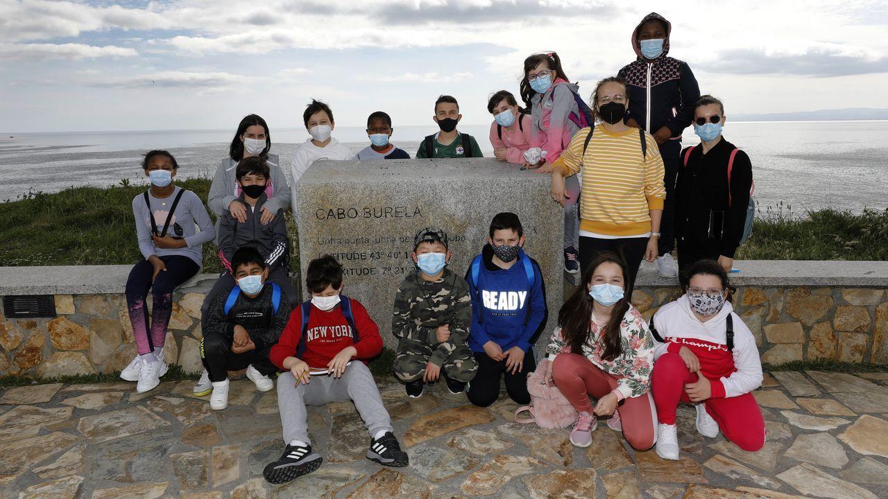 Vídeo de la protesta de la bajura en Burela.Grupo del CEIP Vista Alegre de Burela en un punto del Xacobeo-Bureleo 2021, Cabo Burela, adaptación de la Ruta Circular burelense