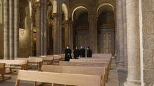 Interior de la Catedral de Santiago con bancos nuevos