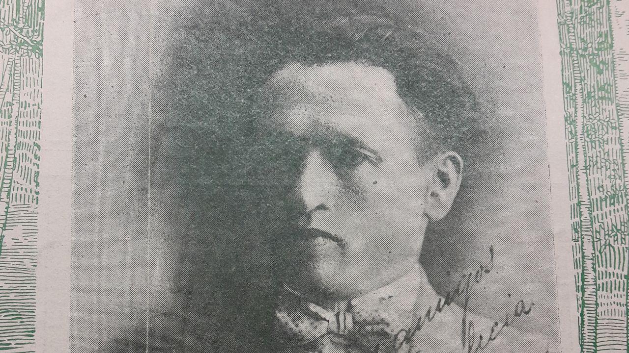 Otero Pedrayo recibe unha homenaxe na praza do Obradoiro