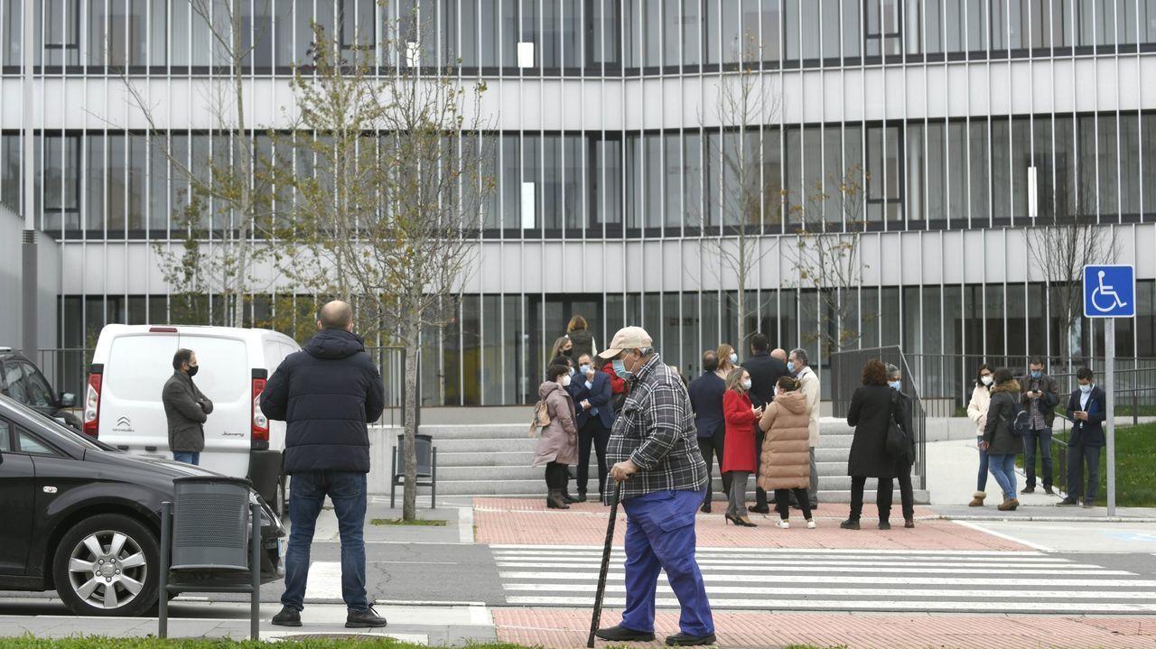 La policía controla las terrazas.Cribado realizado esta semana en el campus universitario de Pontevedra
