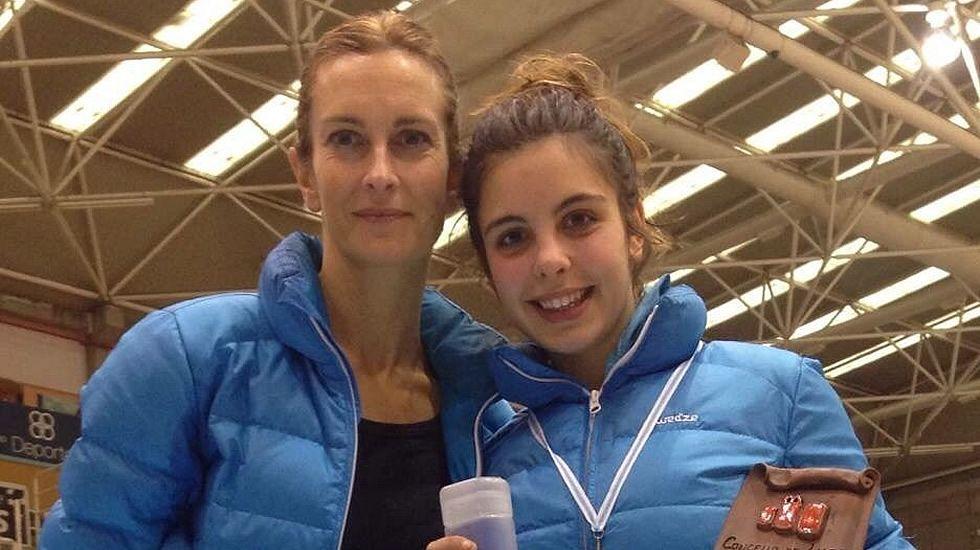 Meri Suárez junto a su hija.