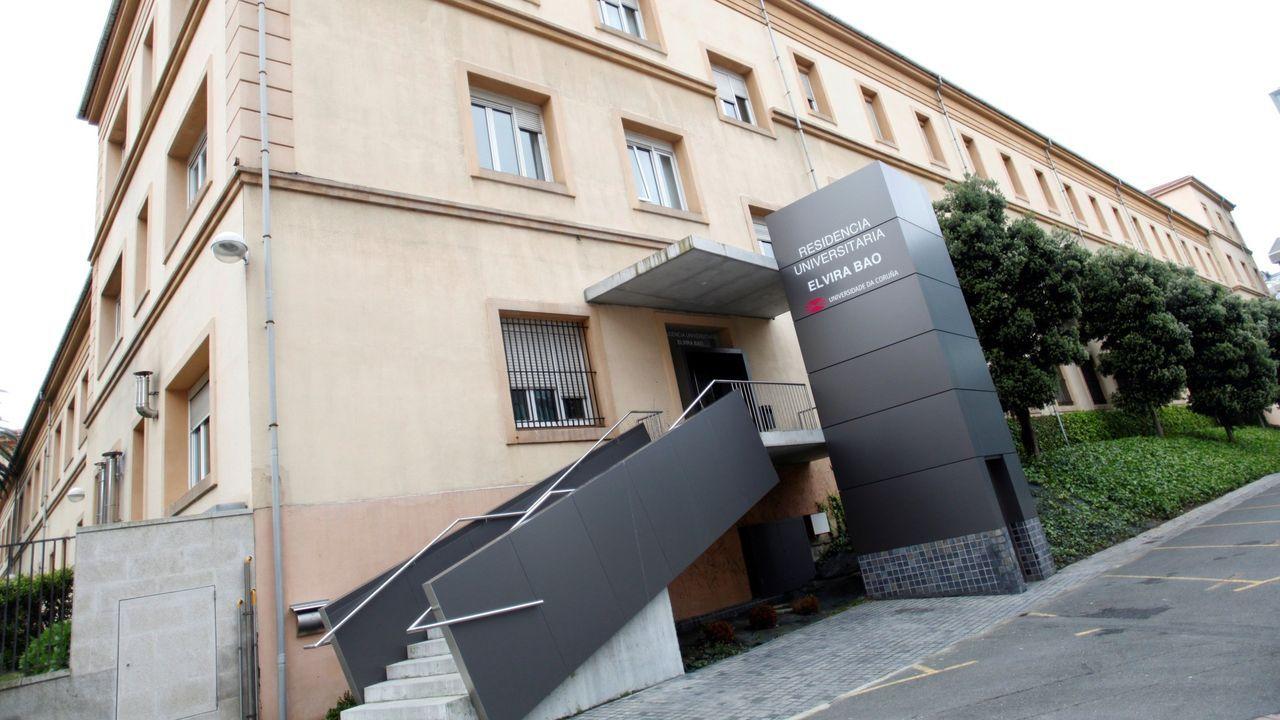 Primera persona que sale de la uci en el Hospital Quirón de A Coruña.Centro de salud de atención primaria de O Castrillón