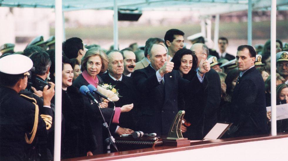 Día de la botadura. 20 de enero de 1996. La reina Sofía y su homóloga tailandesa, Sirikit, el presidente de la Xunta, Manuel Fraga, entre otras autoridades, presiden el acto en la factoría ferrolana