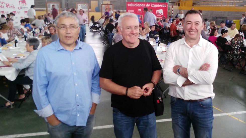 Manuel González Orviz, coordinador general de IU Asturias, Cayo Lara, y el alcalde de Grado, José Luis Trabanco.Manuel González Orviz, coordinador general de IU Asturias, Cayo Lara, y el alcalde de Grado, José Luis Trabanco