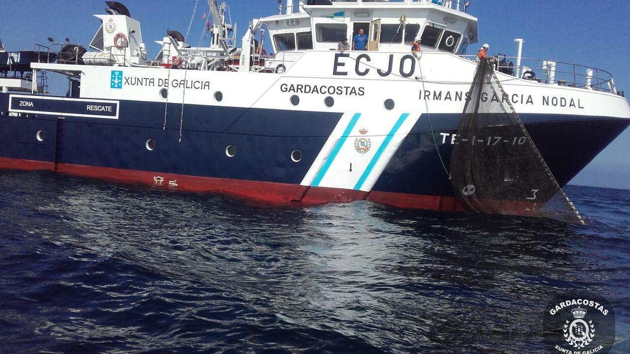 Carola Rackete, en el barco, antes de ser detenida