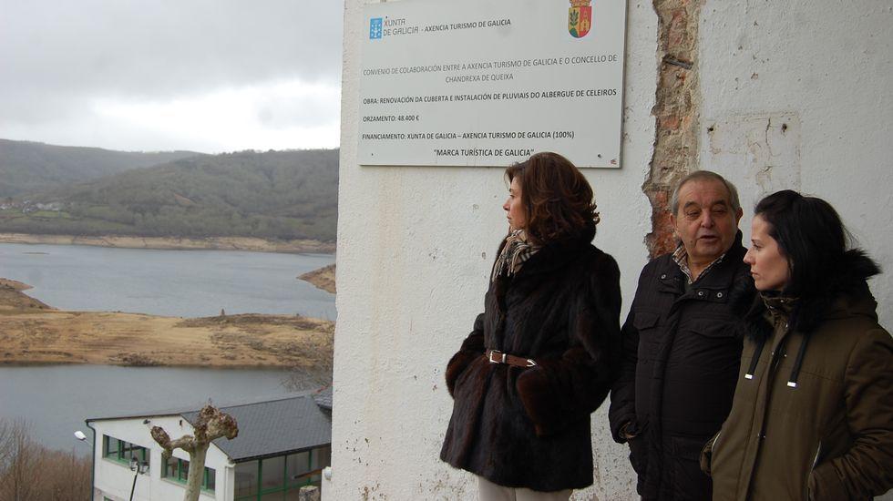 Un mural para conmemorar los 50 años del IES Martaguisela.Chandrexa mejoró el albergue de Celeiros