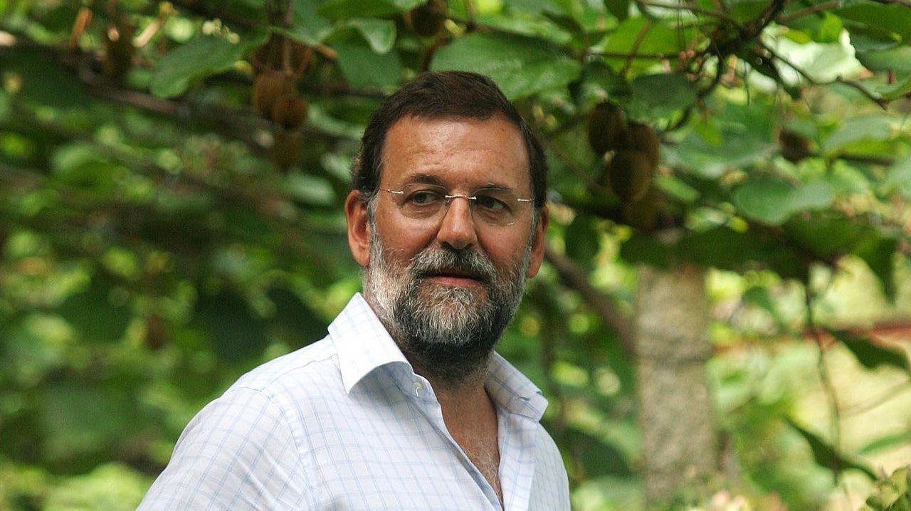 Juan Miguel Chaves, primero por la derecha, en una comparecencia de Podemos en la anterior legislatura