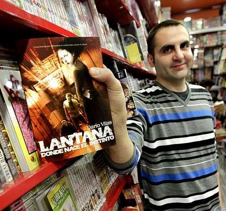 Manel Loureiro (izquierda) y Darío Vilas son renovadores del género de la literatura de terror.