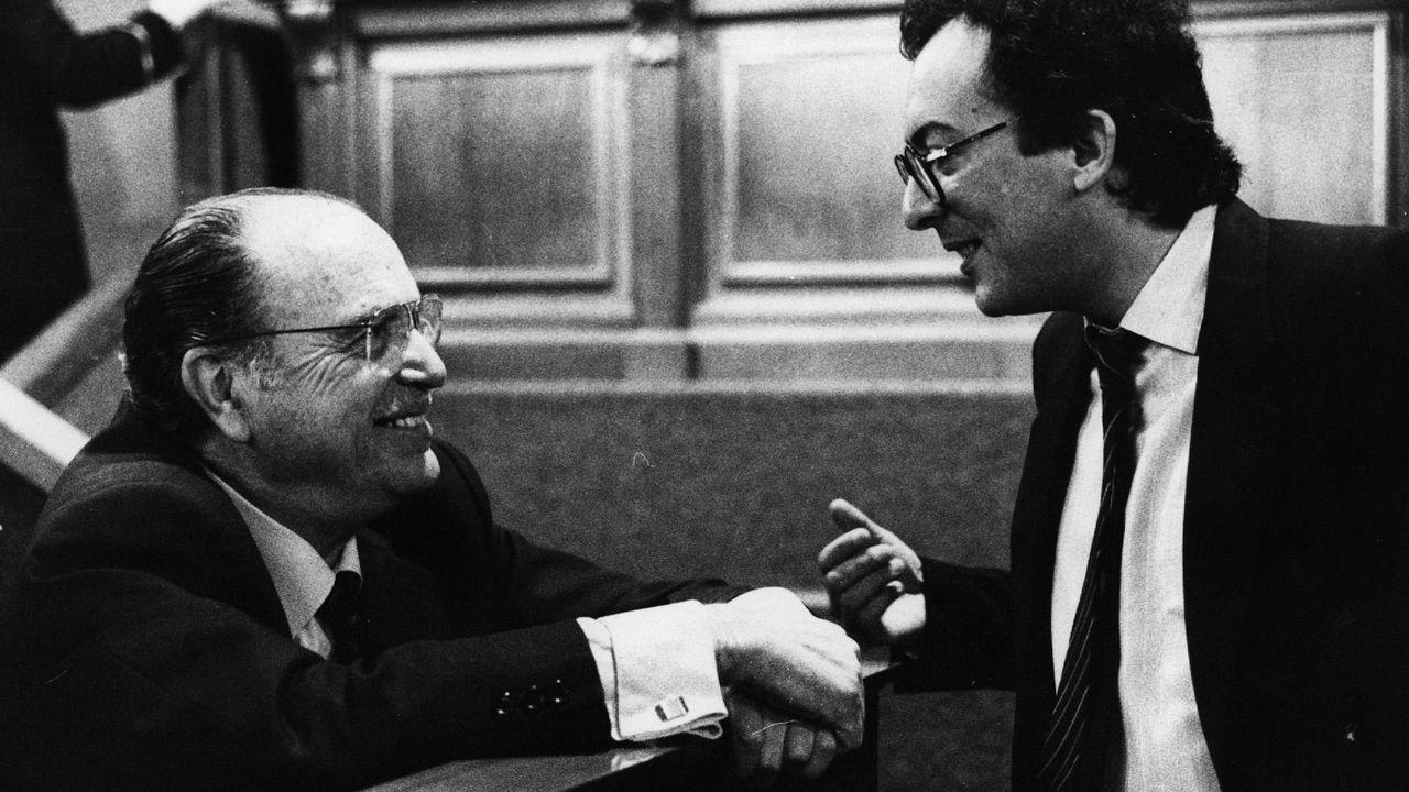 Fernando González Laxe como presidente de la Xunta conversa con Fernández Albor en el Parlamento de Galicia el 14 de mayo del 86