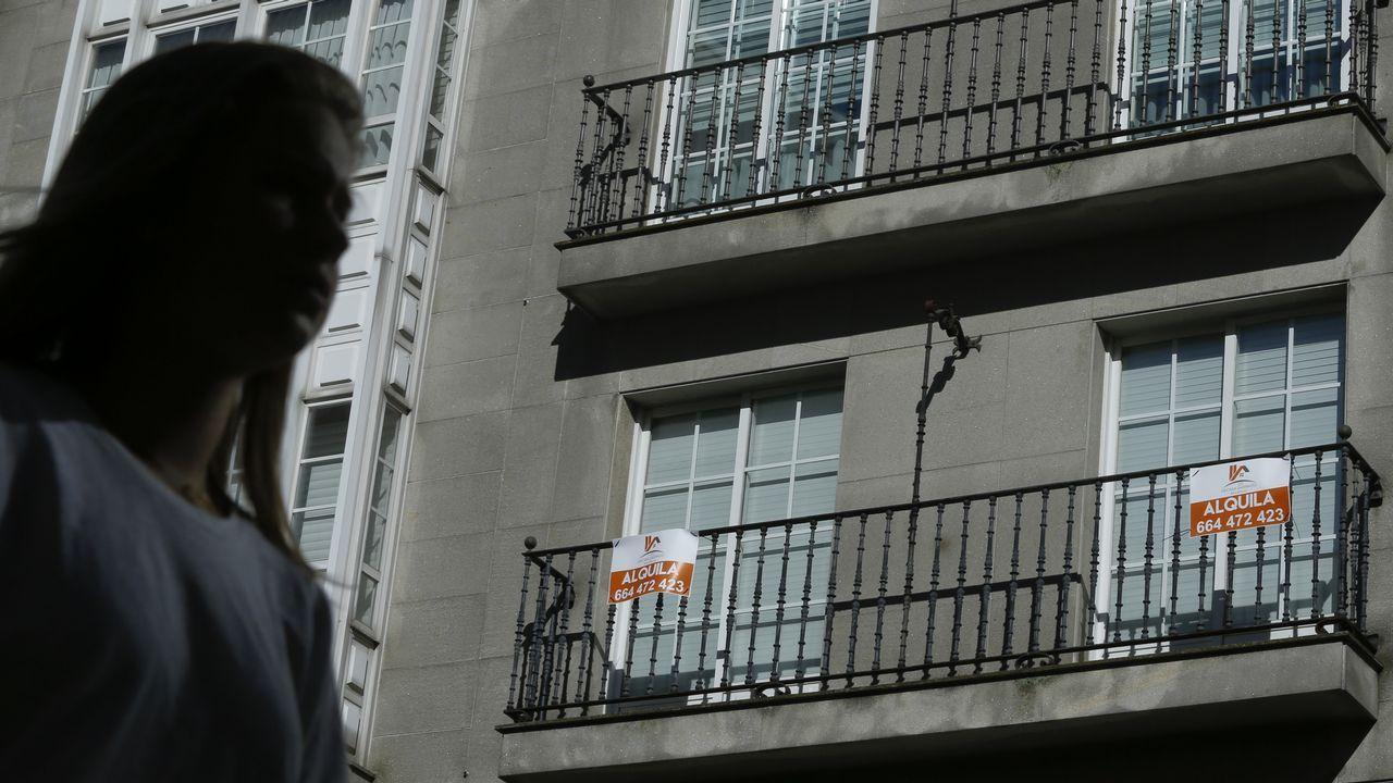 Concentración organizada por las federaciones de pensionistas y jubilados de CCOO y UGT de Asturias, hoy en las principales calles de Oviedo, dentro de la convocatoria realizada en todo el país por la Coordinadora Estatal por la Defensa del Sistema Público de Pensiones